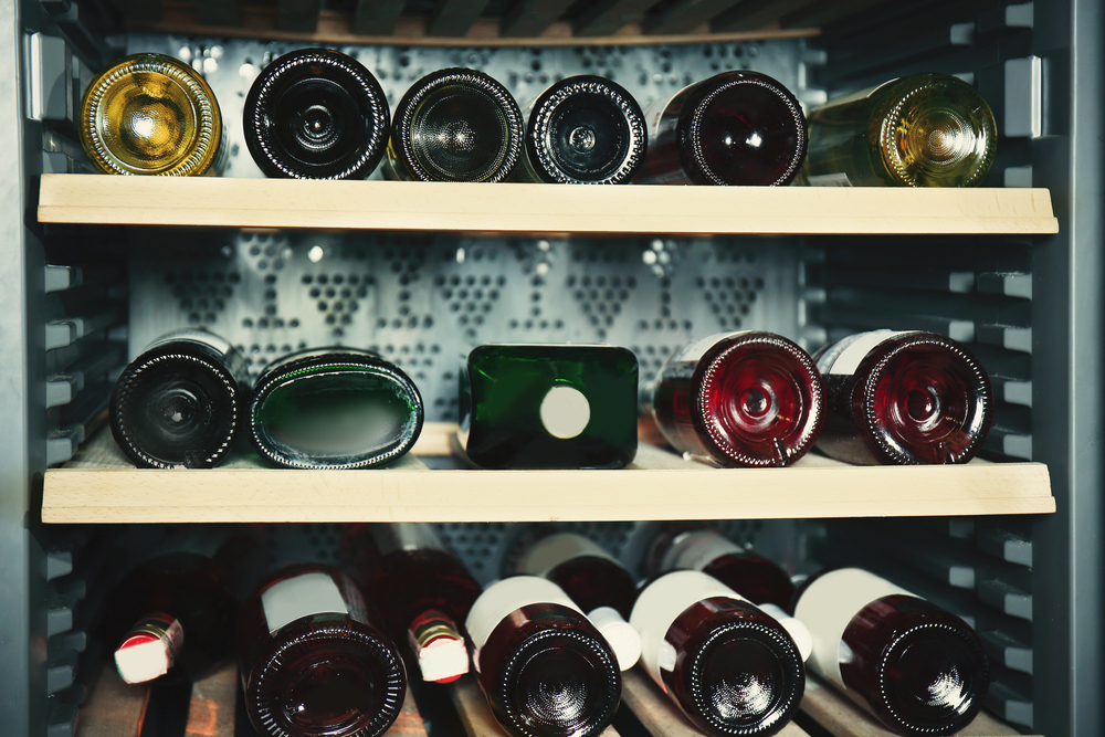 How does a wine cooler work